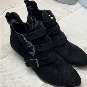 New universal thread black ankle boots vegan suede